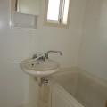 洗面所、浴室・写真は107号室のものとなります。