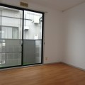 洋室・写真はA棟1号室となります。