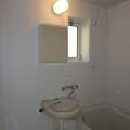 洗面所、浴室・写真は103号室のものとなります。