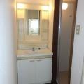 洗面所・写真は301号室のものとなります。
