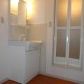 洗面所・写真は101号室のものとなります。