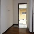 玄関・写真は301号室のものとなります。