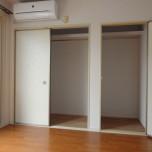洋室6帖(南側)クローゼット・写真は201号室のものとなります。