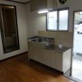 キッチンスペース(北西向き)・写真は101号室のものとなります。