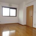 洋室(北側)・写真は201号室のものとなります。