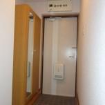 玄関・写真は203号室