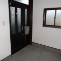 玄関・写真は201号室のものとなります。