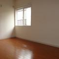 洋室(北側)・写真は102号室のものとなります。