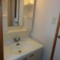 洗面所・写真は305号室のものとなります。
