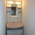 洗面所・写真は303号室のものとなります。
