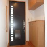 玄関・写真は101号室です