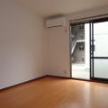 洋室南東側・写真は101号室のものとなります。