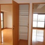 リビング収納・写真は401号室のものとなります。