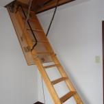 屋根裏収納階段・写真は3号室のものとなります。