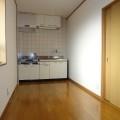 キッチンスペース・写真は2号室のものとなります。