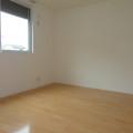 洋室(北側)・写真は101号室のものとなります。