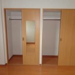 洋室7.2帖のクローゼット・写真は401号室のものとなります。