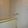 浴室・写真は305号室のものとなります。