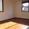 洋室2・写真は108号室のものとなります。