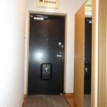 玄関・写真は102号室