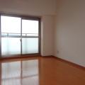 洋室(5.7畳)・写真は401号室のものとなります。
