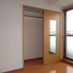 洋室(北向き)のクローゼット・写真は401号室のものとなります。