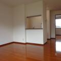 LDK(キッチン向き)・写真は201号室のものとなります。