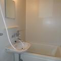 洗面所、浴室・写真は102号室のものとなります。