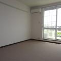 洋室(西側):写真は201号室のものとなります。