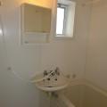 洗面所、浴室・写真は205号室のものとなります。