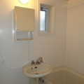 洗面所、浴室・写真は105号室のものとなります。