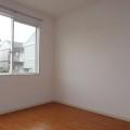 洋室4.5帖(南側)・写真は101号室のものとなります。